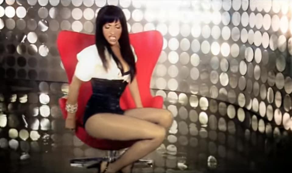 """בשנת 2007, יצא הסינגל Loveboy מתוך האלבום """"הכל זה לטובה"""". השיר זכה למספר פנמונאלי של השמעות ברדיו ובכך הפך למושמע ביותר עד אז באותו העשור."""