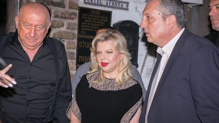 אך אשת ראש הממשלה נפגשת עם אולגרכים רוסים בעיתים למרות שהיא ידעה מי הם  ולמרות שכנראה בשבכ ובמוסד הזהירו אותה מפניהם היא נפשה אתם לכאורה 212A0111_ofer-chen_gox9kq